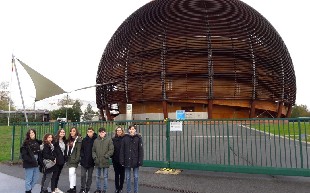 Un grupo de estudiantes del Colegio La Salle de Paterna viaja a Suiza y visita las instalaciones del CERN