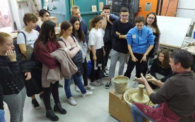Alumnos de 1º de bachillerato artístico visitan el Museo de fotografía y el taller de Arturo Mora.